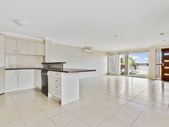 2 / 2 Cable Crescent, Mountain Creek, QLD