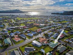 TIDY HOME, LARGE BOAT GARAGE - Whitianga