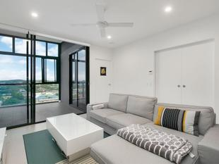 Extra Large 1 Bed + Study.. Must be SOLD - Coorparoo