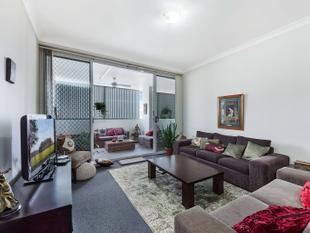 NORTH FACING AND SPACIOUS 2 BEDROOM UNIT - Granville