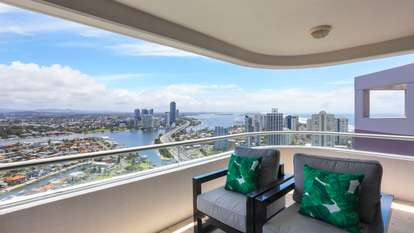 186/12 Commodore Drive, Surfers Paradise