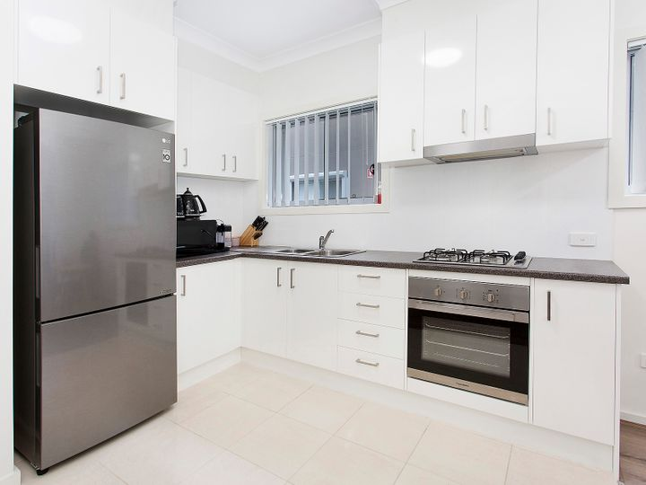 8/125 Lake Entrance Road, Barrack Heights, NSW